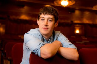 Alex Sharp age, Birthday, Height, Net Worth, Family, Salary