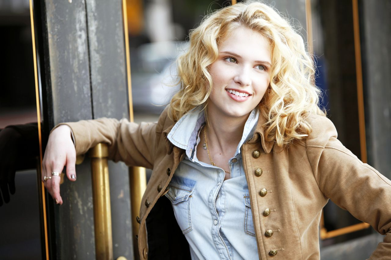 Claudia Lee age, Birthday, Height, Net Worth, Family, Salary