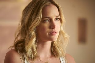 Elizabeth Lail age, Birthday, Height, Net Worth, Family, Salary