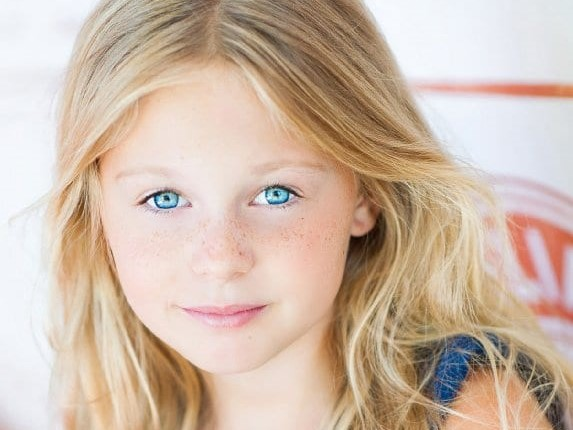 Isabella Cramp Age, Birthday, Height, Net Worth, Family, Salary