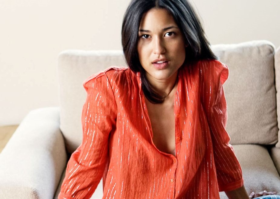 Julia Jones age, Birthday, Height, Net Worth, Family, Salary