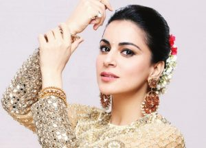 Shraddha Arya age, Birthday, Height, Net Worth, Family, Salary
