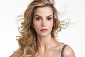 Sylvia Hoeks age, Birthday, Height, Net Worth, Family, Salary
