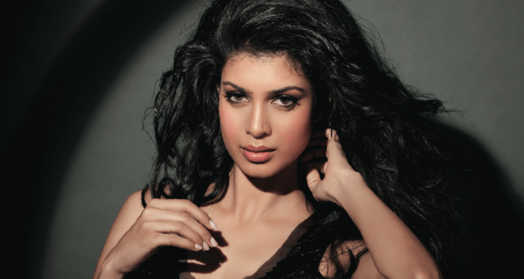 Tina Desai age, Birthday, Height, Net Worth, Family, Salary