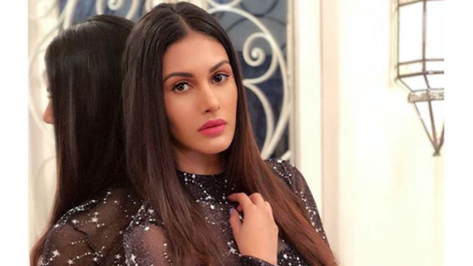 Amyra Dastur age, Birthday, Height, Net Worth, Family, Salary