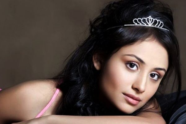Anupriya Kapoorage, Birthday, Height, Net Worth, Family, Salary