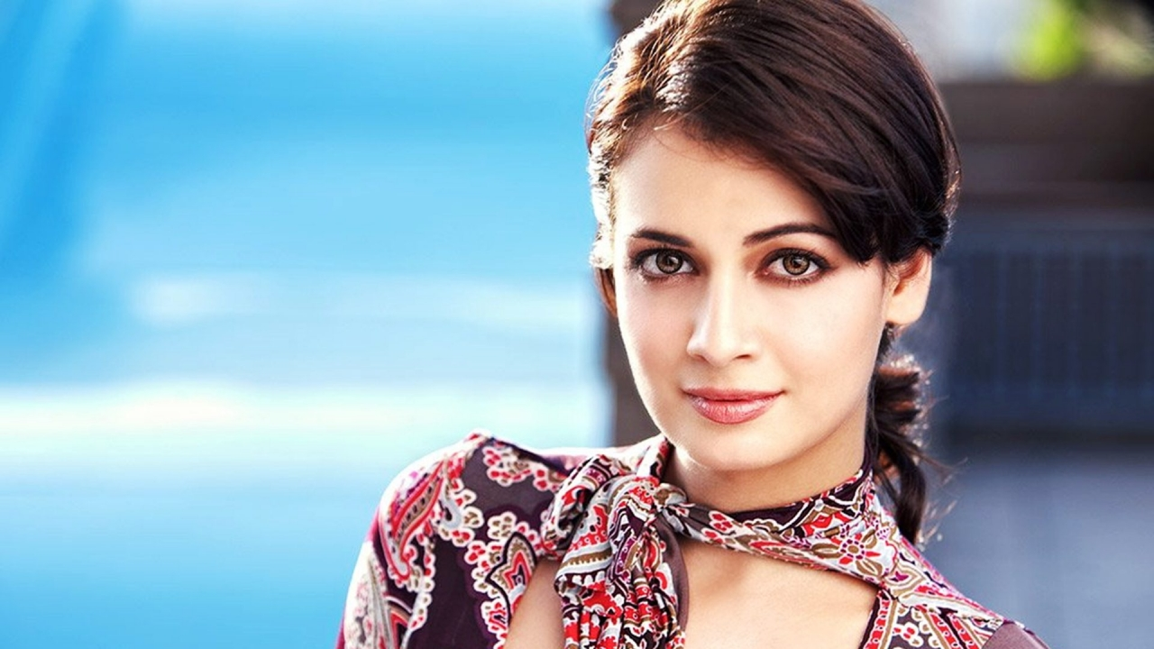Dia Mirza age, Birthday, Height, Net Worth, Family, Salary