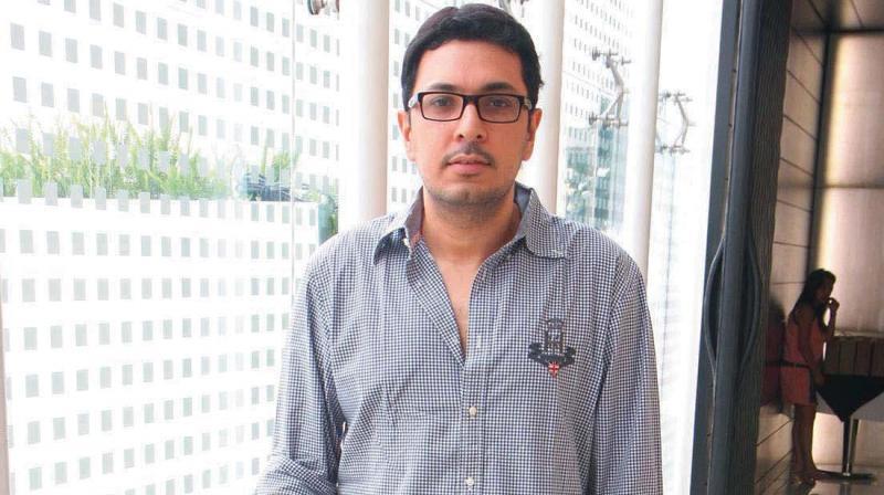 Dinesh Vijanage, Birthday, Height, Net Worth, Family, Salary