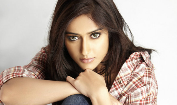 Ileana D'cruz age, Birthday, Height, Net Worth, Family, Salary