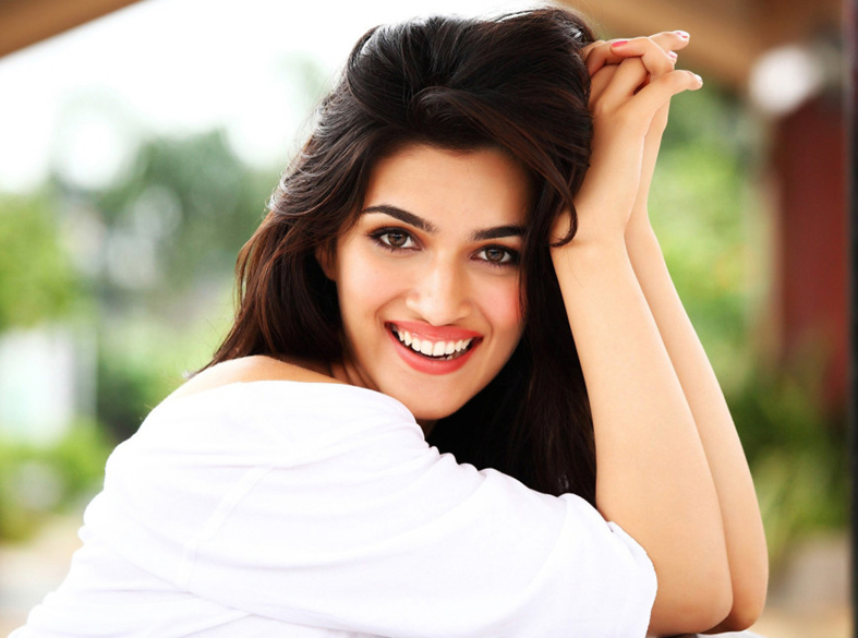 Kriti Sanon age, Birthday, Height, Net Worth, Family, Salary