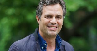 Mark Ruffalo age, Birthday, Height, Net Worth, Family, Salary