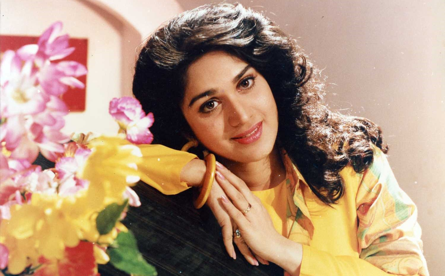 Meenakshi Seshadri age, Birthday, Height, Net Worth, Family, Salary