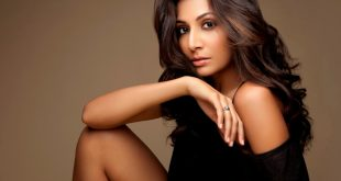 Monica Dogra age, Birthday, Height, Net Worth, Family, Salary