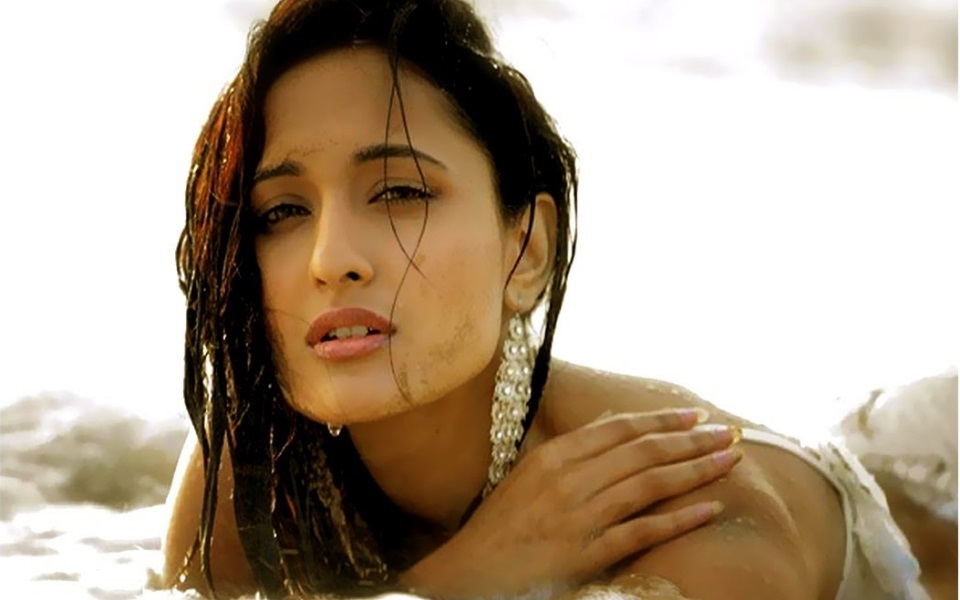 Pragya Jaiswal age, Birthday, Height, Net Worth, Family, Salary