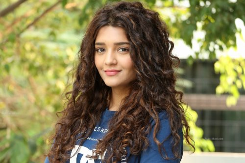 Ritika Singh age, Birthday, Height, Net Worth, Family, Salary