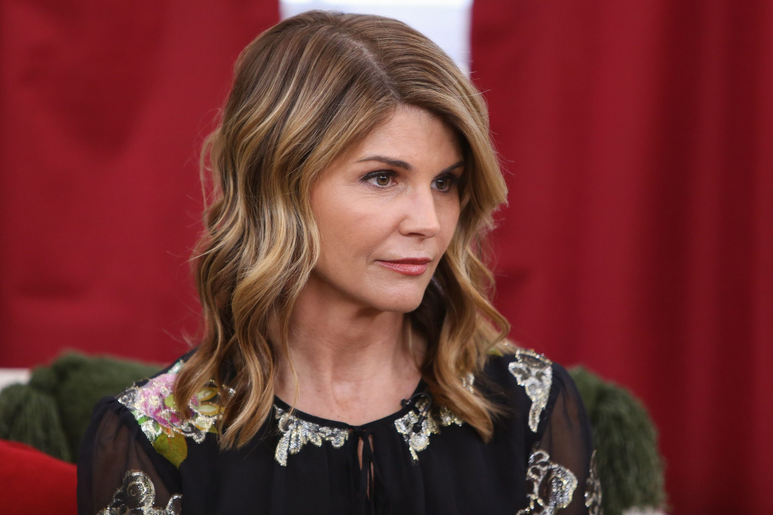 Full House Actress Lori Loughlin Jailed for College Admission Scandal